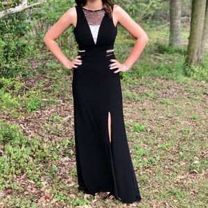 Dresses & Skirts - Size 4 prom/formal dress. Only worn once!!
